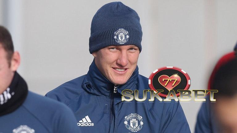 Bastian Schweinsteiger Kembali Berlatih Bersama United Untuk Pertama Kalinya Musim ini