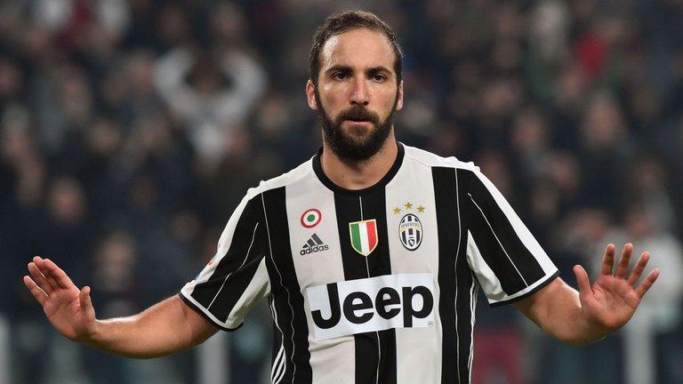 Pelatih Napoli Maurizio Sarri 'bahagia' untuk Gonzalo Higuain di Juventus