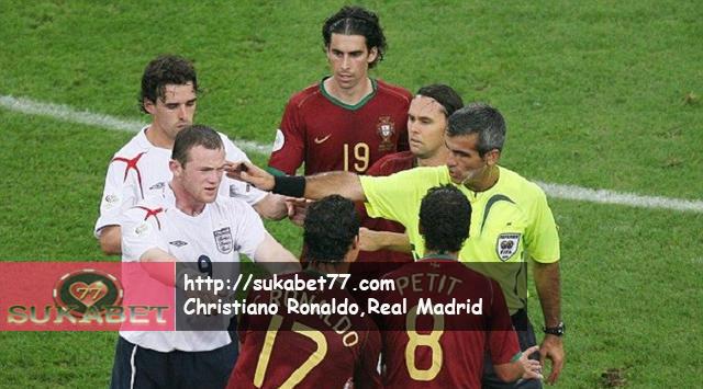 Ronaldo Jadi Pemain Hebat Usai Kedipan Mata Kepada Gary Nevile