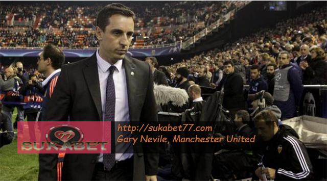 Legenda Manchester United Gary Nevile Remehkan Target Juara Manchester City