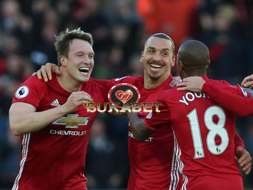 Swansea 1-3 Man United: Zlatan Ibrahimovic Mengakhiri Puasa Goalnya