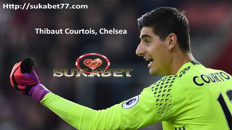 Thibaut Courtois menegaskan mata merah tidak masalah bagi Chelsea atau Belgia