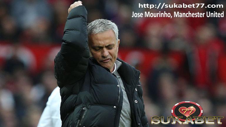Manchester United memiliki satu persen kesempatan untuk memenangkan gelar Premier League