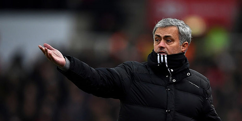 Mourinho: Mkhitaryan Absen, Rooney Berkesempatan Main