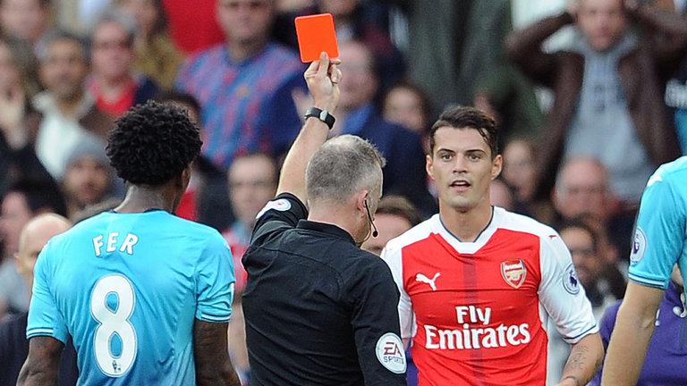 Gelandang Arsenal Granit Xhaka menegaskan dia tidak 'idiot bodoh'