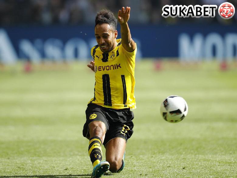 Aubameyang Raih Predikat Top Skor di Bundesliga