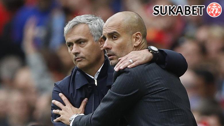 Guardiola: MU Tak Akan Beri Kemenangan Bagi Arsenal