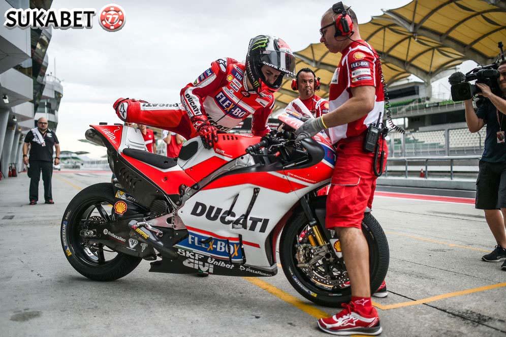 Marquez Komentari Tentang Performa Lorenzo di Ducati