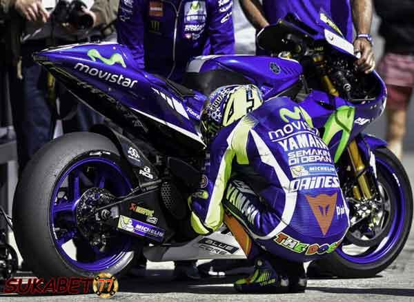 Kendala Motor Yang Membuat Valentino Rossi Yang Tercecer Di posisi 19 Dan 12