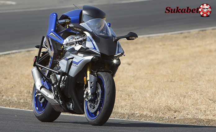 Balapan Motobot Vs Valentino Rossi Dalam Ajang Pengujian Motor