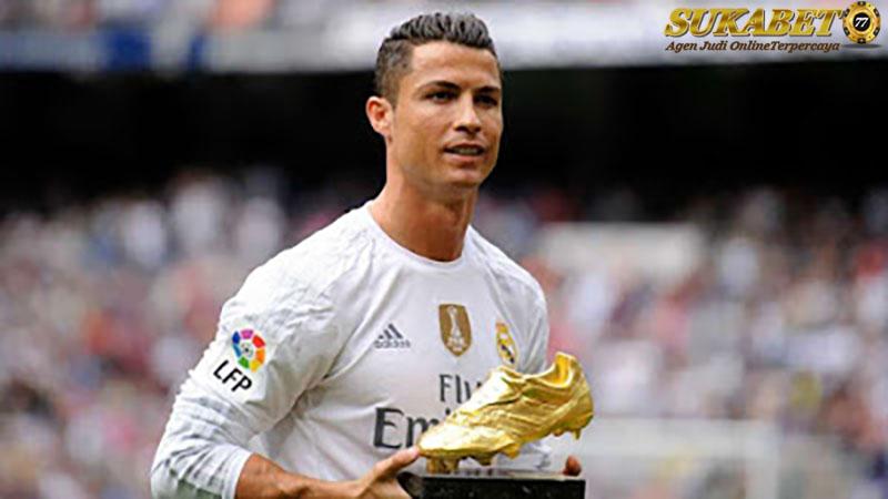 Cristiano Ronaldo Lebih Mementingkan Fans Daripada Haters