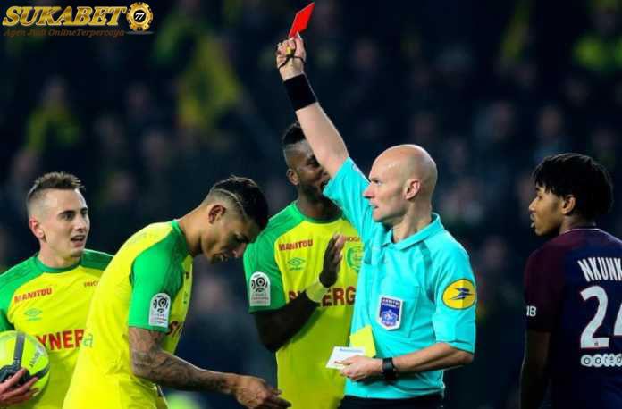 Wasit Ligue 1 Tony Chapron Di Hukum 6 Bulan
