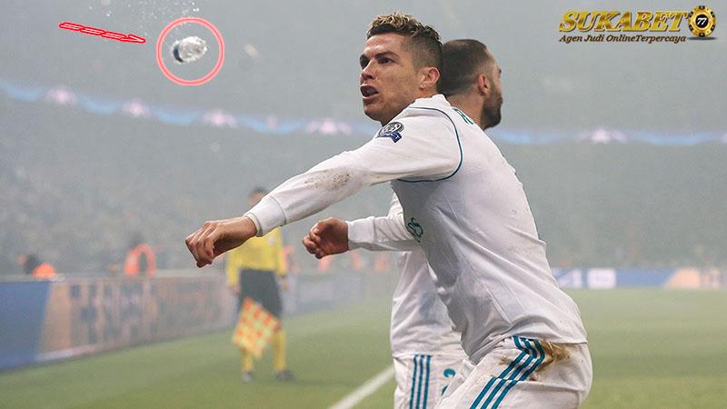 Ronaldo Hampir Terlempar Botol Saat Merayakan Gol