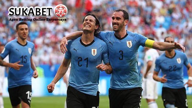Cavani Kirim Ronaldo Pulang Menyusul Lionel Messi