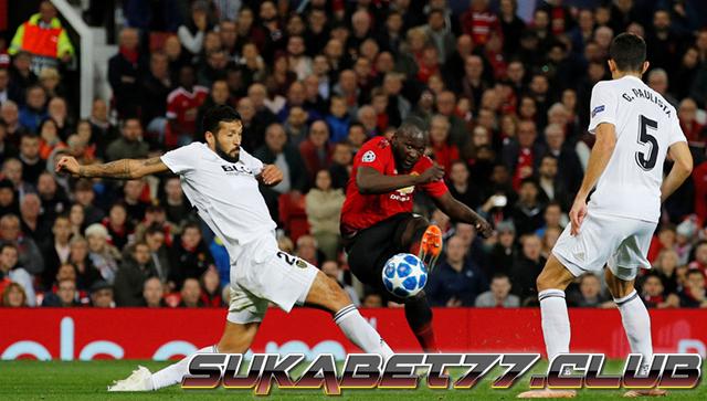 Valencia Bekuk Manchester United Di Kandang